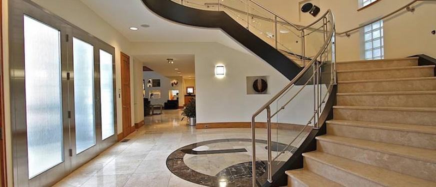 лестница из керамогранита в доме фото часть